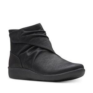 Clarks Sillian Black Vegan Lightweight Boots 6 W